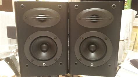 cheap bookshelf speakers high classed sound outside black