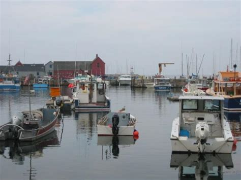 house of boats rockport look inside of lobster boats with boat house in background photo de rockport cape