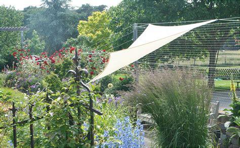sonnensegel im garten der richtige sonnenschutz mit sonnensegeln hornbach