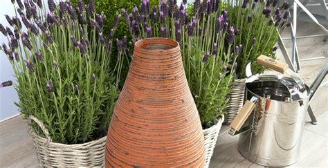 grandi vasi da giardino westwing vasi grandi fascino ed eleganza in giardino