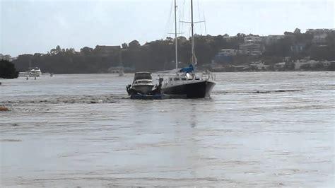 boat r brisbane drifting boats brisbane river youtube