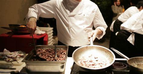 cuoco in cucina universit 224 organizza corso da aiuto cuoco per giovani