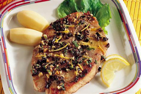 cucinare tranci di tonno ricetta tranci di tonno alle olive la cucina italiana