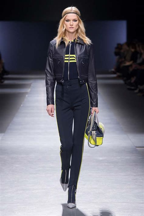 Versace 2008 Handbags Runway Review by Versace S Fall Winter 2016 Fashion Show Review