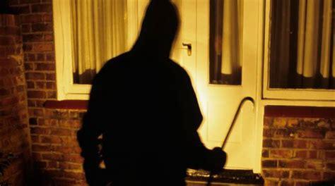 ladri in casa di notte paura a zanica ladri in villa coniugi minacciati e