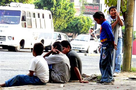 imagenes de niños que trabajan en la calle m 225 s de la mitad de ni 241 os mexicanos viven en pobreza