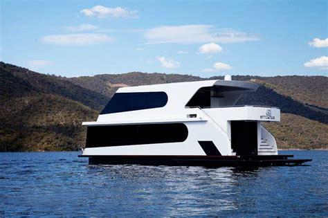 houseboat zombie apocalypse luxury houseboats google search houseboats pinterest