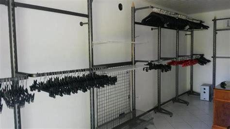 kleiderschrank regalsysteme ladeneinrichtung komplett regale rundst 228 nder ladentisch