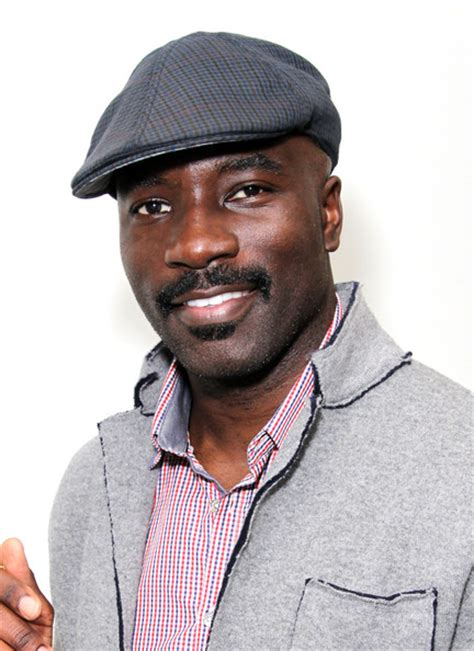 mike colter zimbio mike colter pictures dpa pre golden globe awards gift