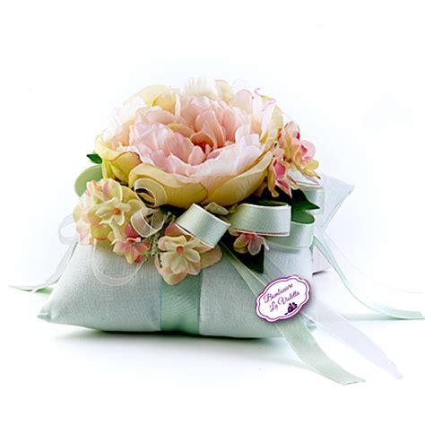 fiori color verde cuscino verde con peonia fiori di lena bomboniere la