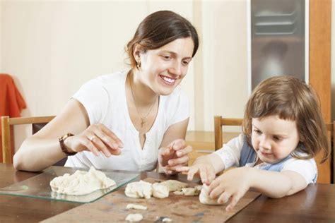 giochi x bambini da fare in casa 4 giochi bambini piccoli da fare in casa ecomamma