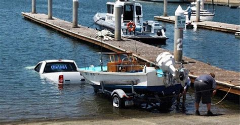 best boat trailer for beach launching you re doing it wrong 12 priceless boat launch fails