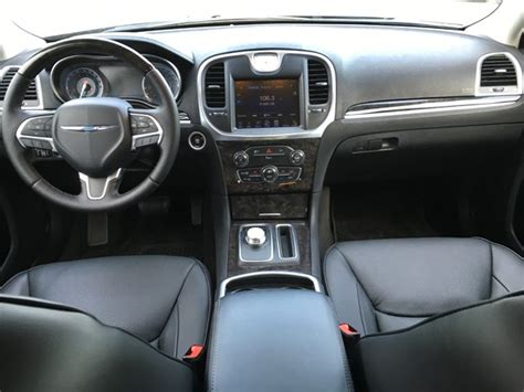 chrysler 300c 2016 interior auto esporte chrysler 300c primeiras impress 245 es