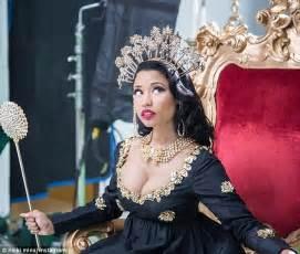 Pink Throne Chair Nicki Minaj Announces She Ll Host Mtv European Music