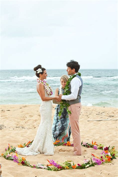 Hawaiian Wedding Flower Picture by Hawaiian Wedding Ceremony Complete With Leis Exchange
