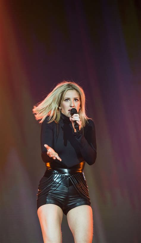 ellie goulding 1 usa fashion music news ellie goulding pergorms at
