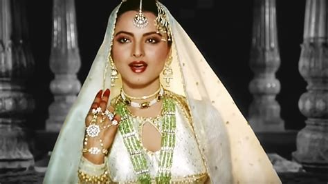 rekha video song don t miss rekha s rendition of her umrao jaan classic song