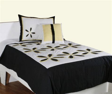 daisy comforter daisy yellow by rizzy home bedding beddingsuperstore com