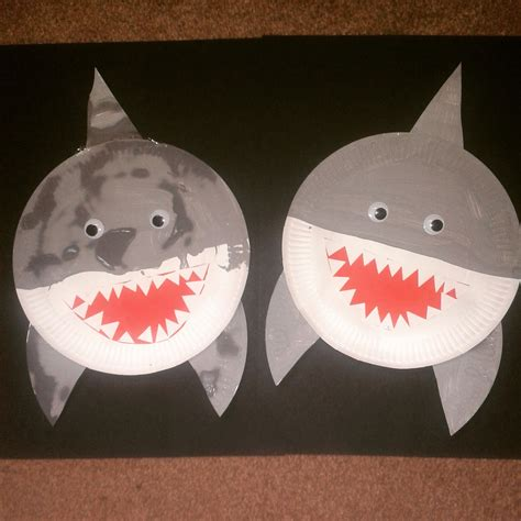 How To Make A Shark Out Of Paper - home at the heathers shark and turtle paper plate crafts
