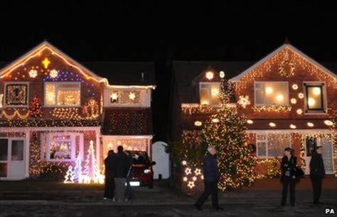 bbc burnham s trinity close lights up for christmas