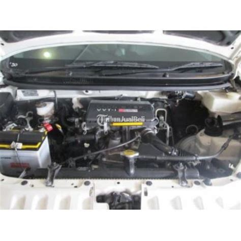 Toyota Avanza Veloz 1 5 A T 2014 toyota avanza veloz second warna putih manual tahun 2014