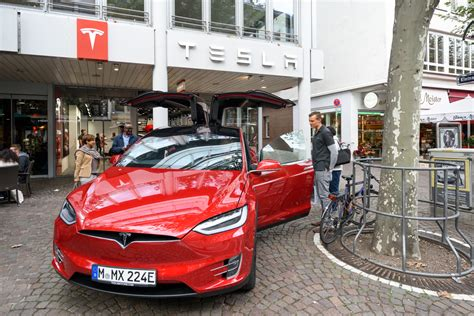 Tesla Dealer Dealers Really Don T Want To Sell You An Electric Car