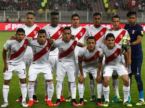 futbolistas peruanos que portaron la selecci 243 n peruana el duro calendario que le queda a per 250