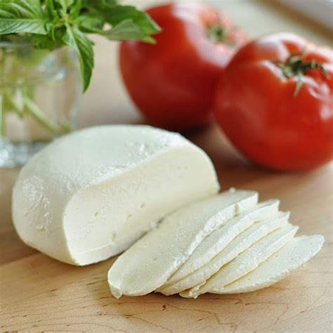 Handmade Mozzarella - how to make fresh mozzarella cooking lessons