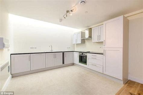 2 double bedroom flat to rent london two bedroom brixton flat without any windows up for rent