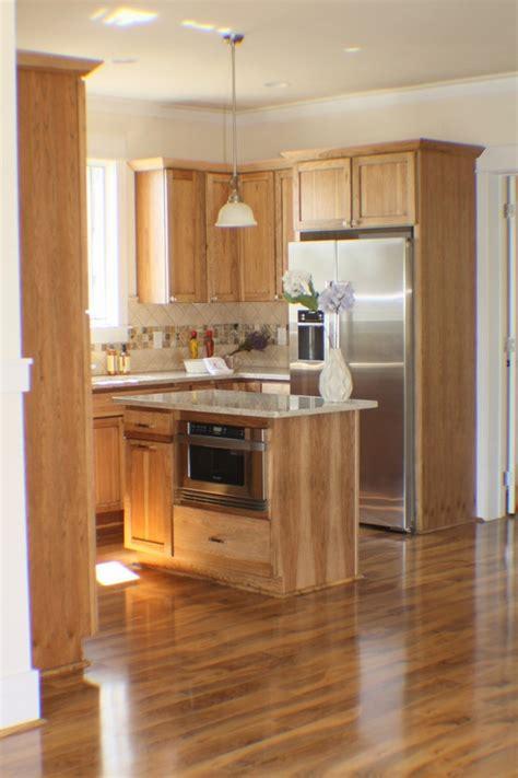 ideas  naturally beautiful hickory cabinets