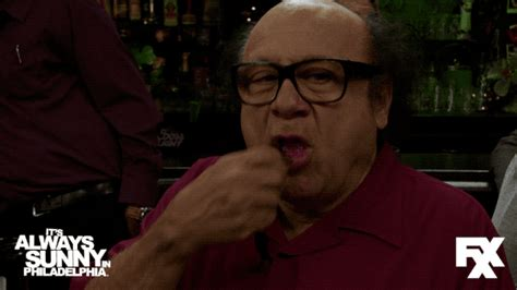 danny devito couch always sunny in philadelphia gifs find share on giphy
