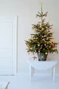 tisch weihnachtsbaum 44 space saving trees for small spaces digsdigs