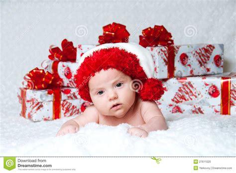 chimenea y recien nacido beb 233 reci 233 n nacido pap 225 noel con los regalos de la navidad