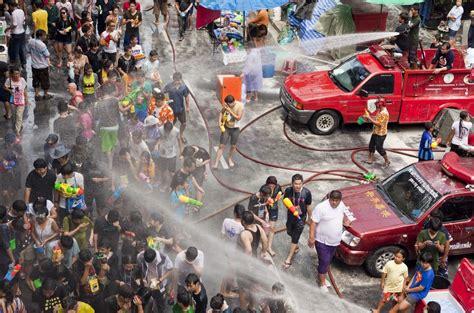 new year 2018 thailand タイの水かけ祭り ソンクラーン でズブ濡れになってみた