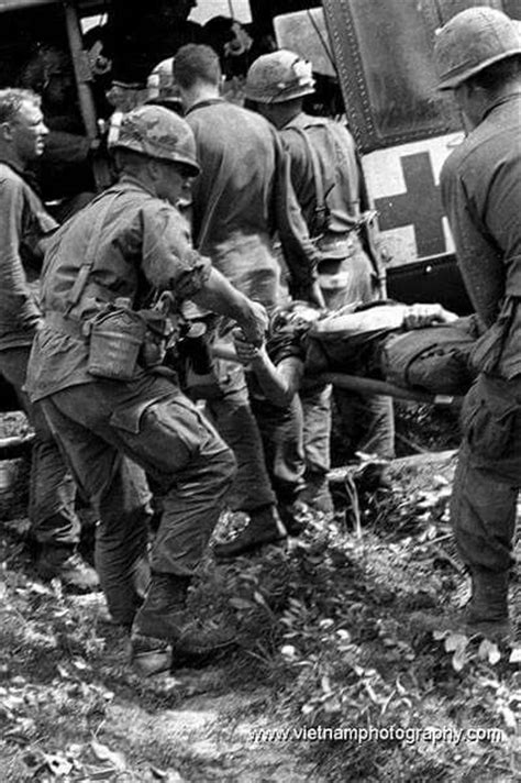 Taking the wounded out | Vietnam, Vietnam war photos