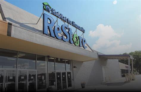 donate and volunteer at restore by habitat for humanity
