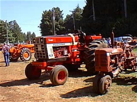 Antique Tractors International Harvester 1066 Picture