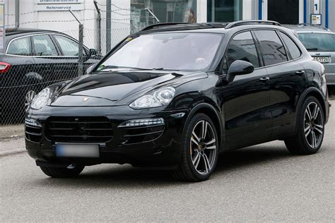 porsche jeep 2014 porsche cayenne 2014 facelift first pictures auto express