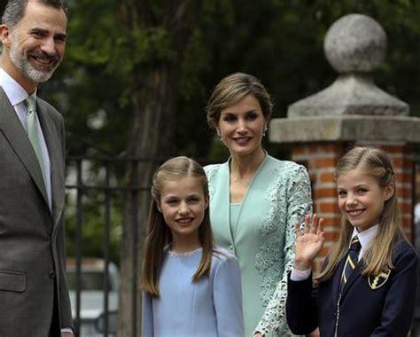 casa reale spagnola festa per la famiglia reale di spagna europa ansa it