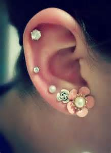 cartilage piercing on right ear with studs