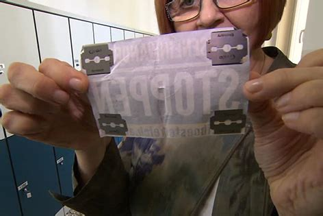 Aufkleber Bestellen Wien by Rasierklingen Unter Quot Identit 228 Ren Quot Stickern In Schule