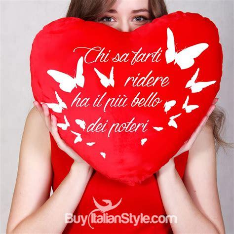 cuscini a forma di cuore cuscino a forma di cuore con frase dedica per san valentino