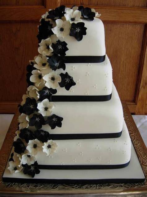 fiori bianchi e neri torta con fiori bianchi e neri a cascata wedding cake
