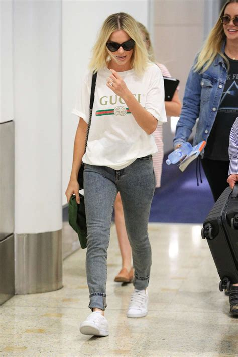 margot robbie in jeans margot robbie in jeans 19 gotceleb