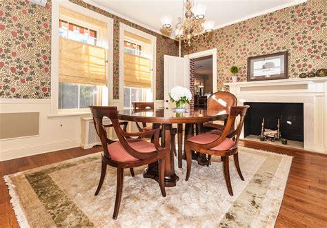 Crescent dining room