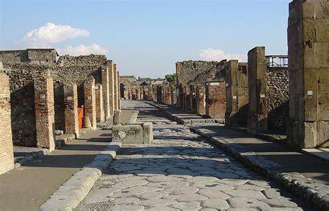 scavi di pompei ingresso pompei scatta il numero chiuso per i turisti degli