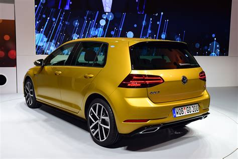 new golf 2017 black new 2017 volkswagen golf facelift pictures auto express