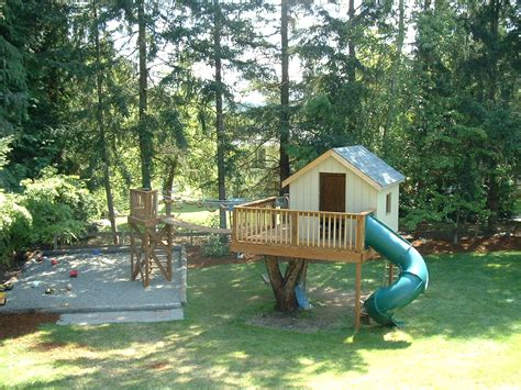 Backyard Treehouse For by Treehouse In Backyard 187 Backyard And Yard Design For