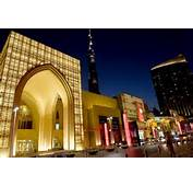The Dubai Mall Also Houses A Luxury Hotel 120 Restaurants And Cafes