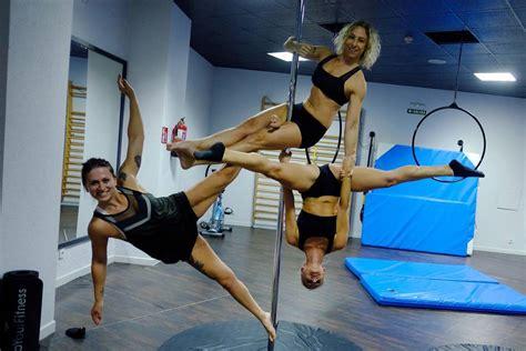 imagenes pole fitness pole fitness cuerpos ingr 225 vidos en una barra noticias